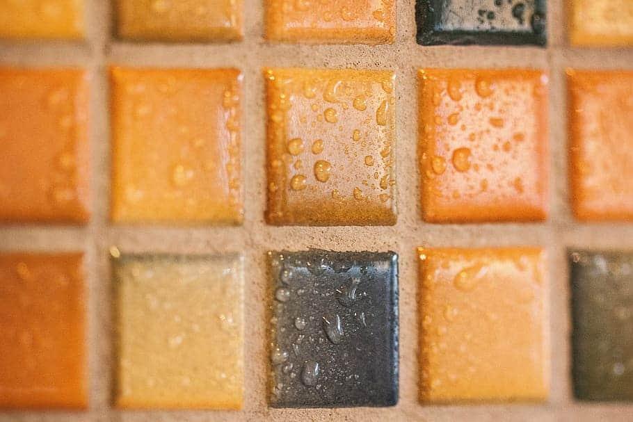 Applying wet tiles
