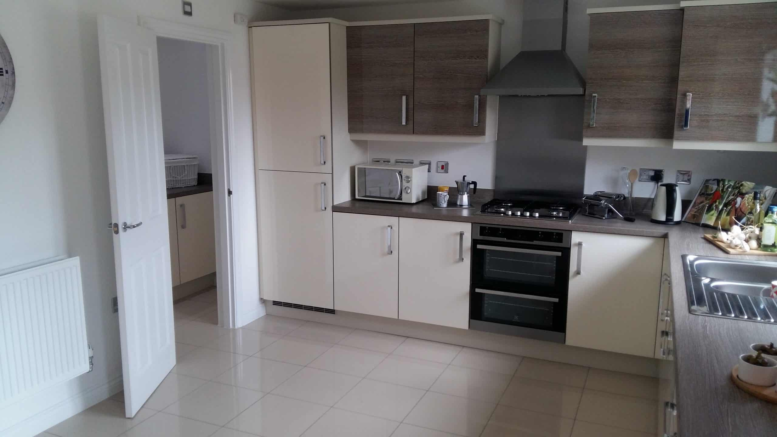 A new construction show home with build in fridge freezer and cooker
