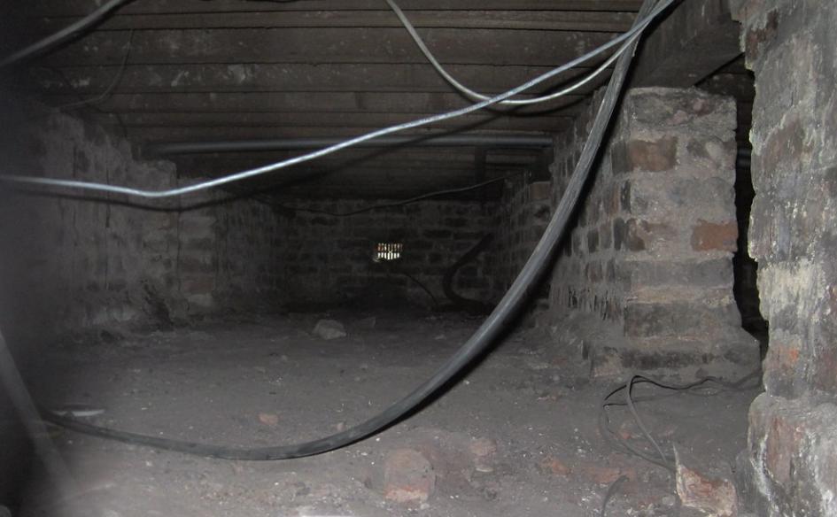 Crawl space wiring
