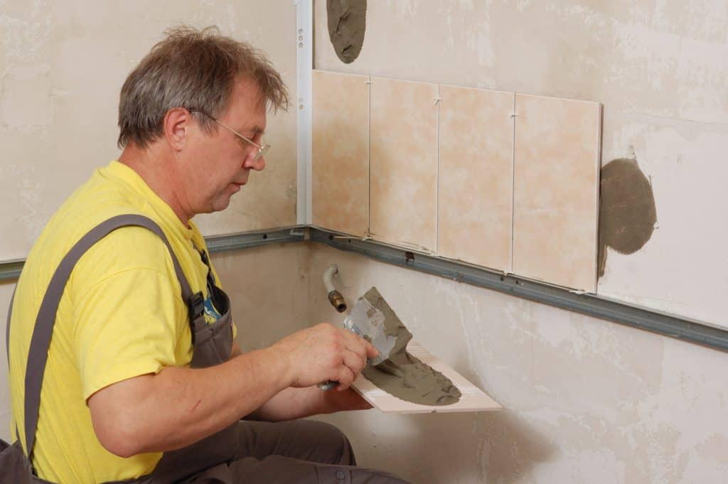 Using wall mounted battens to keep tiles level