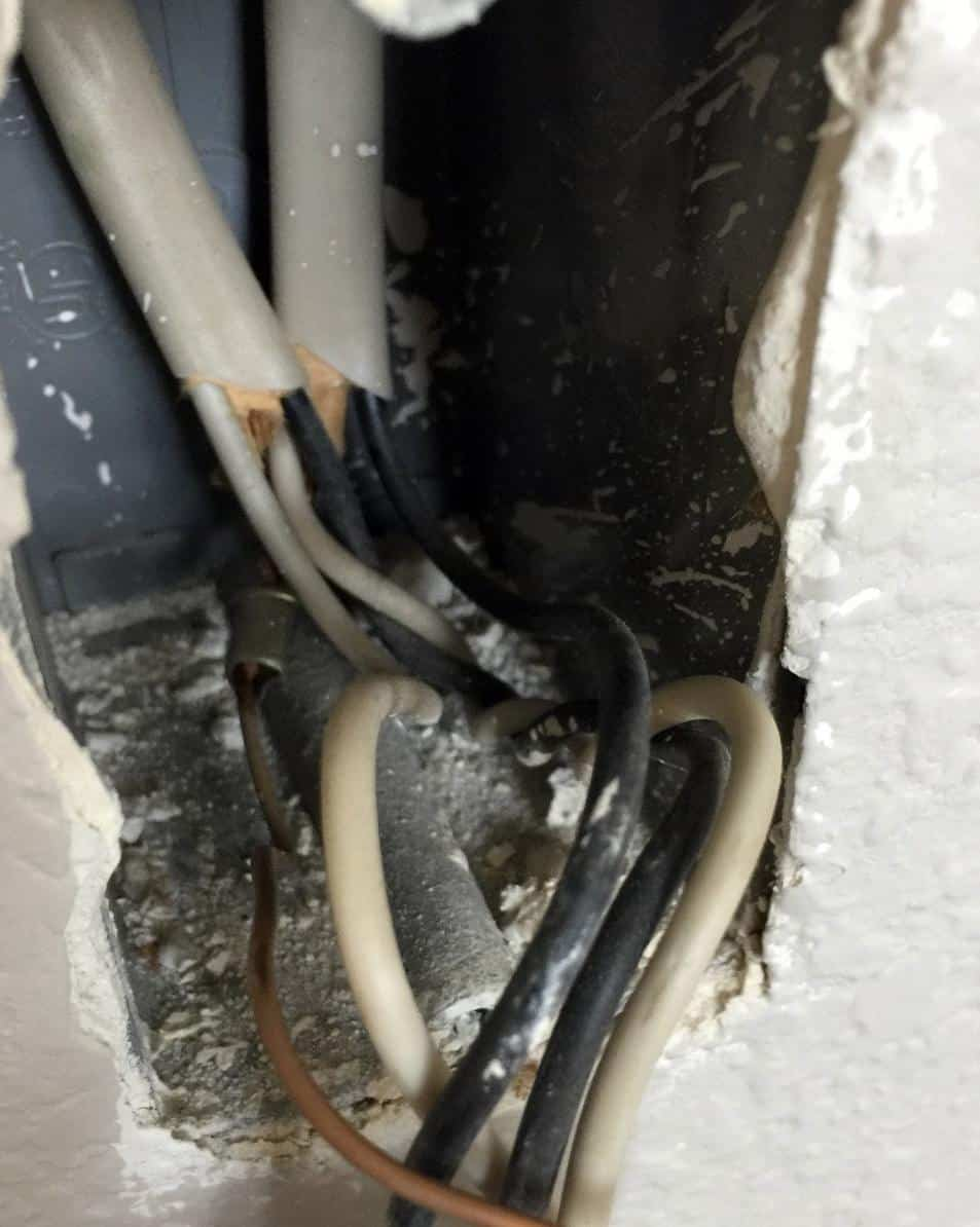 An outlet with two black wires and two white wires